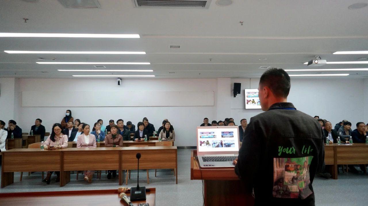 学术交流   2021年浏阳市资深教师关爱培训活动在岳阳市美术馆举行