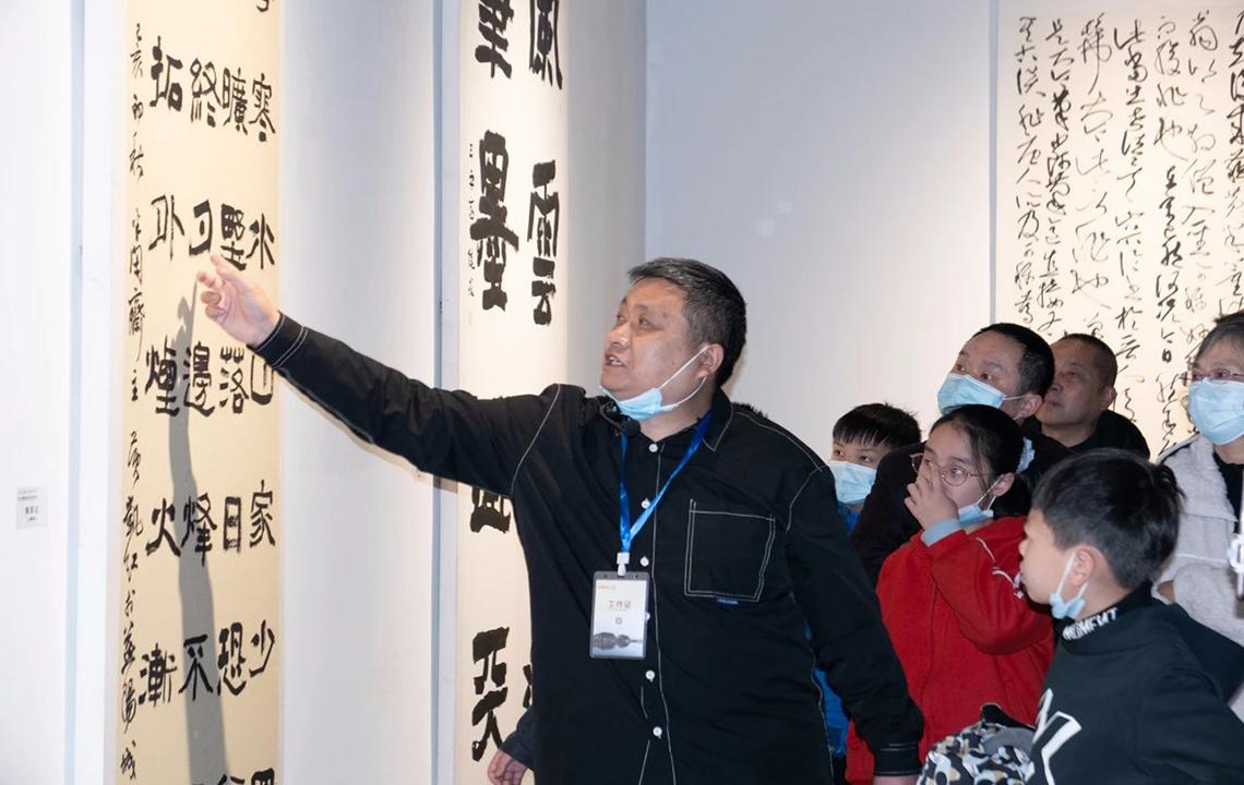 """公共教育   """"岳阳市美术馆王伟副馆长带你看展览""""活动现场"""